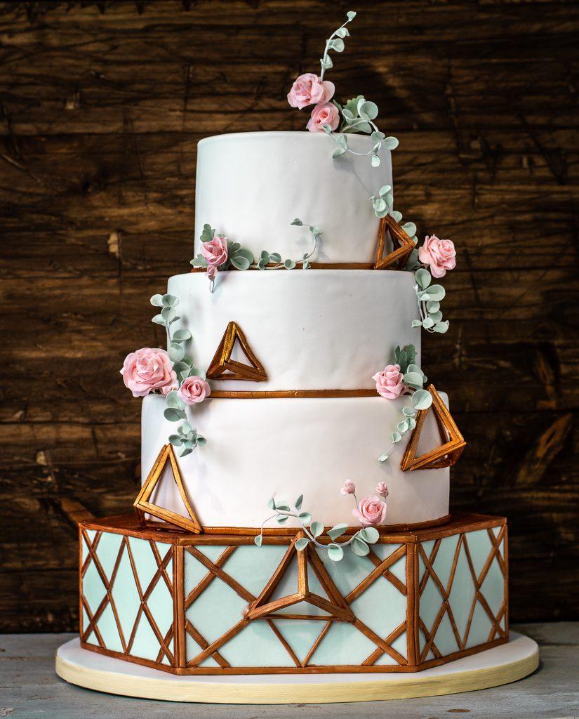 tarta boda ponona cakes geometria rosas y eucalipto triángulos 3d