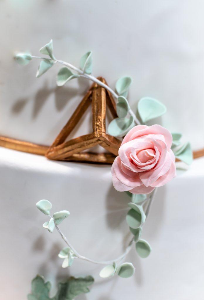 sugarpaste roses and eucaliptus rosas y eucalipto azucar ponona cakes