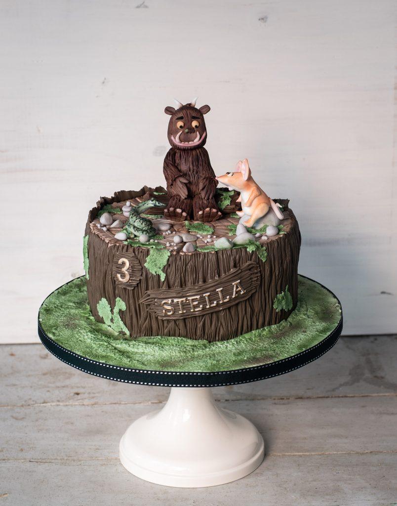 tarta fondant gruffalo en tronco con ratón y serpiente ponona cakes santander
