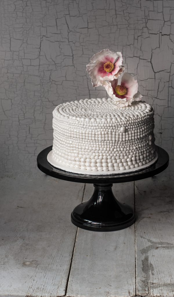 one tier cake covered in pearls with sugar flowers ponona cakes santander