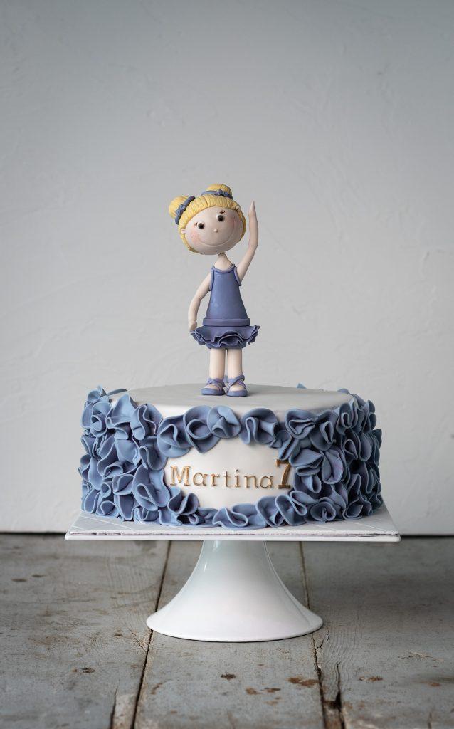 tarta fondant bailarina ballet clasico en tonos morados y con flores ponona cakes santander