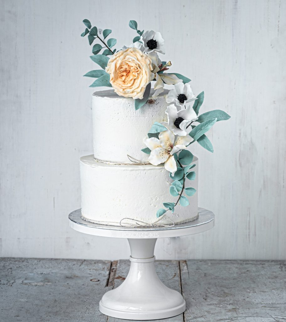 buttercream cake with david austin lilly and anemones and eucaliptus by ponona cakes santander