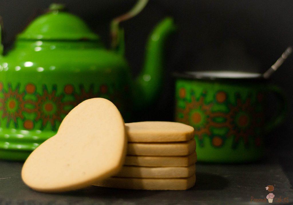 bodegon galletas de mentequilla en forma de corazon dulces de bocado santander
