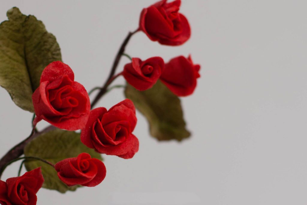 red sugarpaste roses rosas rojas pasta de azucar ponona cakes