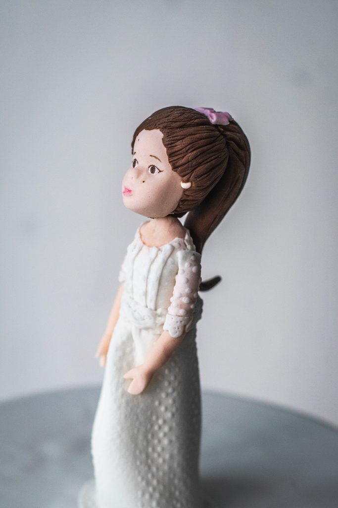 modelado niña comunion fondant ponona cakes
