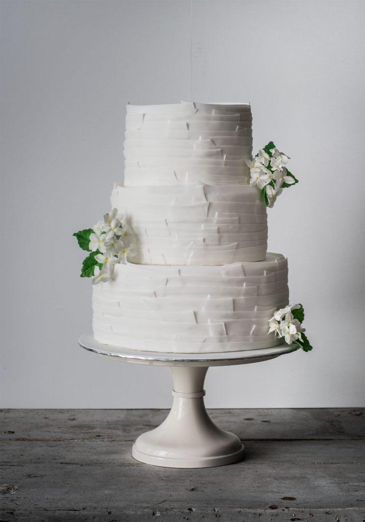 white ruffles wedding cake with hydrangeas tarta boda con hortensias de azucar ponona cakes sarah's stands