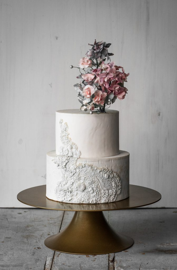 tarta bass relief cake sweet peas sugarflowers flor de guisante en azucar sarah's stands
