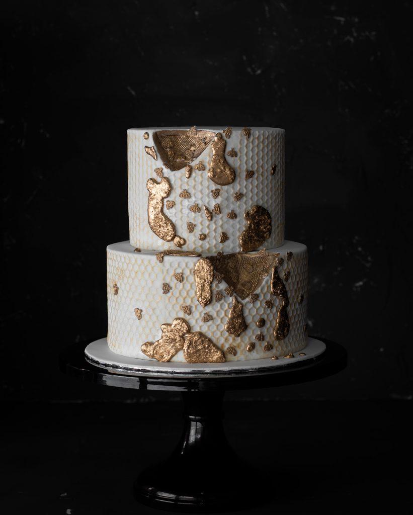 tartas de boda abejas y miel doradas queen bee cake ponona cakes santander